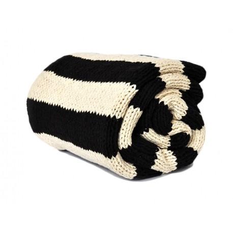 Robiony na drutach pled koc Inge120x170 czarno-biały w paski